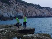 Tin tức trong ngày - Du khách chụp ảnh ở ghềnh đá bị rơi xuống biển mất tích