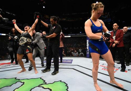 """Tin thể thao 2/1: """"Nữ hoàng"""" UFC sẽ không giải nghệ"""