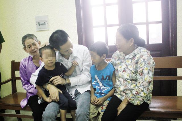 Đau lòng nước mắt trẻ thơ trong phiên tòa xử cha giết mẹ - 3