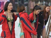 Thời trang - TQ: ''Tái mặt'' với dàn mỹ nữ diện bikini giữa trời tuyết
