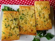 Ẩm thực - Cách làm bánh mì bơ tỏi thơm ngậy chỉ với 3 bước