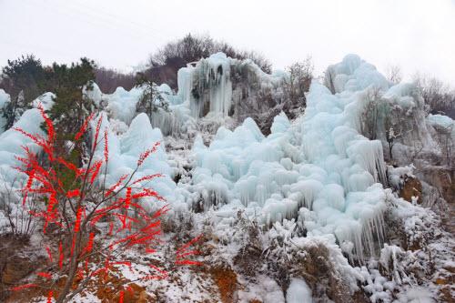 Chiêm ngưỡng thác băng đẹp như mơ ở TQ - 11