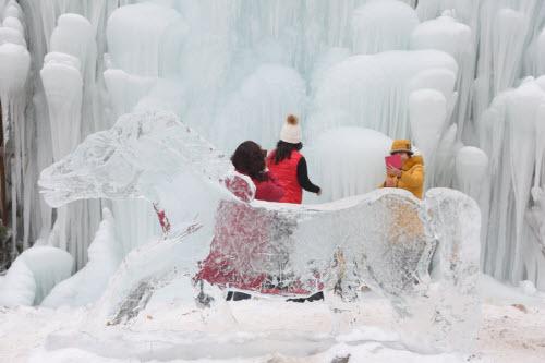 Chiêm ngưỡng thác băng đẹp như mơ ở TQ - 12