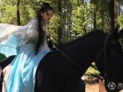 Phim - Vợ Huỳnh Hiểu Minh đang bầu vẫn cưỡi ngựa đóng cảnh hành động