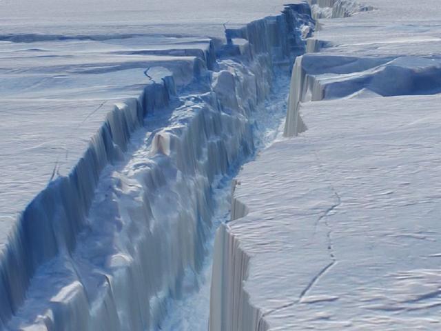 Núi băng lớn bằng một quốc gia sắp tách rời khỏi Nam Cực