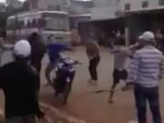 An ninh Xã hội - Hai nhóm thanh niên hỗn chiến kinh hoàng trên đường ở Đồng Nai
