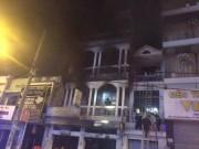 Tin tức trong ngày - Cháy nhà ở Sài Gòn, nhiều người mắc kẹt