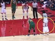 """Thể thao - Trò bẩn NBA: Tụt quần """"yểm bùa"""" khiến đối thủ hỏng ăn"""