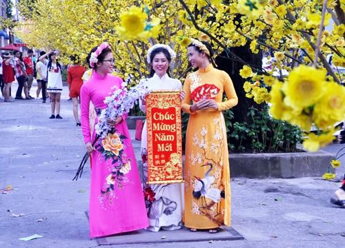 Chưa Tết, người Sài Gòn đã đua nhau xuống đường selfie