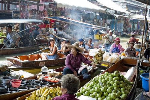 Khám phá những khu chợ nổi ấn tượng nhất Đông Nam Á - ảnh 3