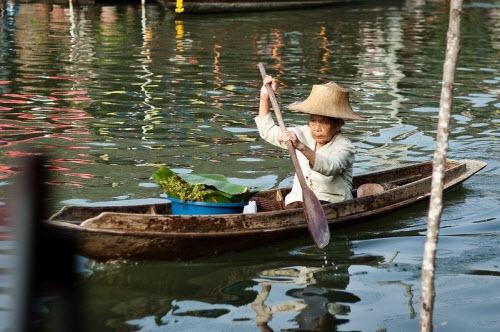 Khám phá những khu chợ nổi ấn tượng nhất Đông Nam Á - ảnh 4