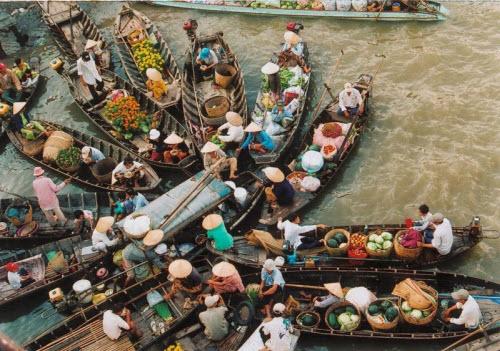 Khám phá những khu chợ nổi ấn tượng nhất Đông Nam Á - ảnh 5