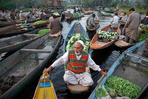 Khám phá những khu chợ nổi ấn tượng nhất Đông Nam Á - ảnh 6