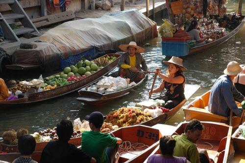 Khám phá những khu chợ nổi ấn tượng nhất Đông Nam Á - ảnh 7