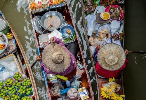 Khám phá những khu chợ nổi ấn tượng nhất Đông Nam Á - ảnh 8