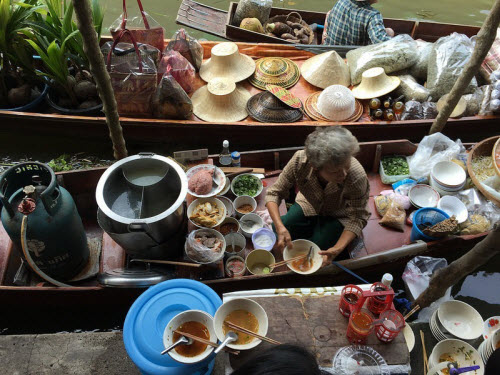 Khám phá những khu chợ nổi ấn tượng nhất Đông Nam Á - ảnh 10