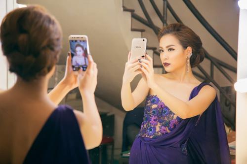 Hé lộ hình ảnh smartphone sở hữu đến hai camera trước sắp về Việt Nam - ảnh 1