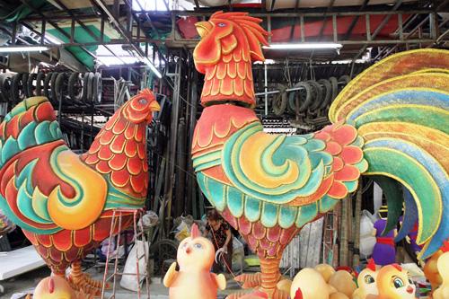 """Đàn gà """"khủng"""" sắp xuất hiện trên đường hoa Nguyễn Huệ - 2"""