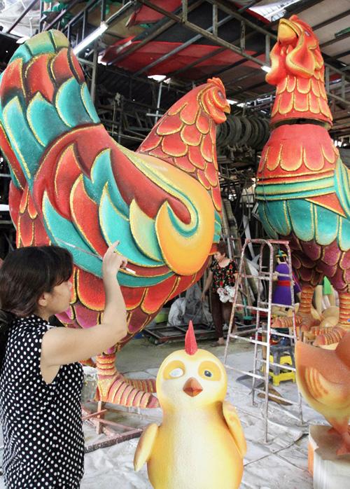 """Đàn gà """"khủng"""" sắp xuất hiện trên đường hoa Nguyễn Huệ - 4"""