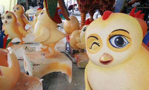 """Đàn gà """"khủng"""" sắp xuất hiện trên đường hoa Nguyễn Huệ - 7"""