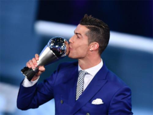 Cầu thủ hay nhất FIFA: CR7 thắng Messi y hệt Trump hạ Clinton - ảnh 1