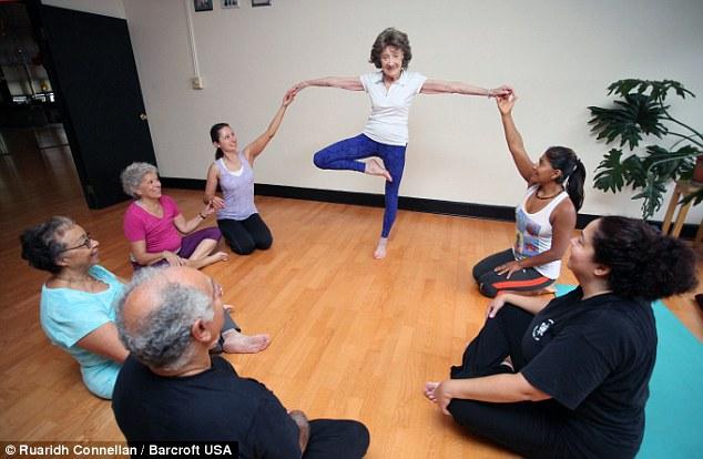 """U100 sống khỏe nhờ yoga và câu """"thần chú"""" kỳ diệu - 4"""