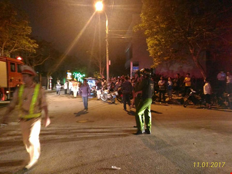 Sập tòa nhà đang xây ở Đà Nẵng, nhiều người bị vùi lấp - ảnh 2