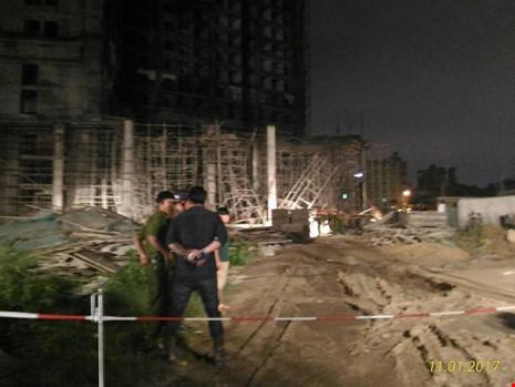 Sập tòa nhà đang xây ở Đà Nẵng, nhiều người bị vùi lấp - ảnh 1