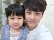 Phát sốt với clip Ưng Đại Vệ hát cùng con gái
