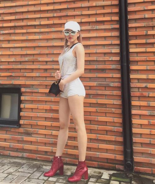 Bạn gái Sơn Tùng khoe chân thon khiến nhiều kẻ muốn Lạc trôi - ảnh 13