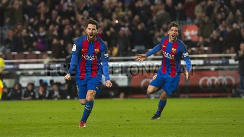 Messi 3 trận 3 siêu phẩm đá phạt: Đấng cứu thế của Barca - ảnh 1