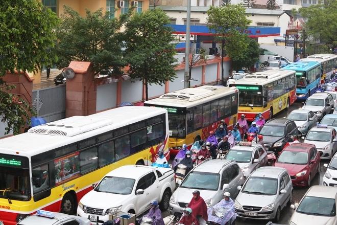 Trời cứ mưa là đường tắc: CSGT Hà Nội nói gì? - ảnh 1