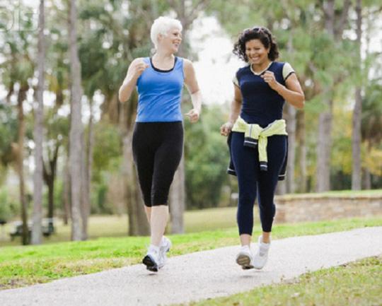 Đi bộ nhanh giảm nguy cơ đau tim - 1