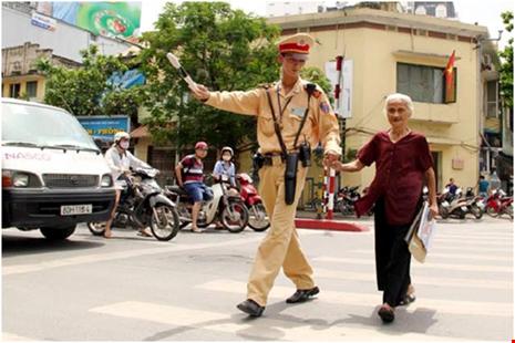 Tướng công an lý giải việc CSGT bị đánh, dân đứng nhìn