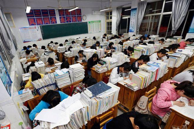 Trường học TQ ra mắt ngân hàng điểm cho học sinh vay - ảnh 1