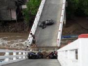 Sà lan tông sập cầu Cái Trăng, người và xe rơi tự do