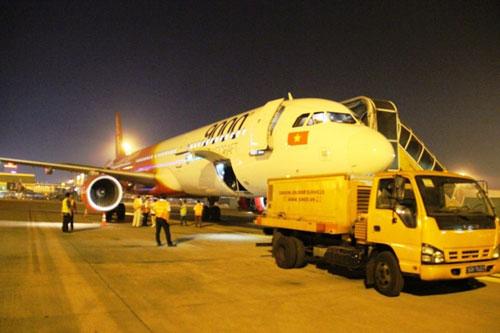 Tân Sơn Nhất giảm tải bằng chuyến bay đêm - ảnh 2