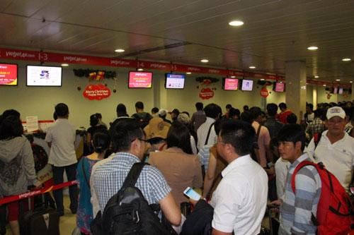 Tân Sơn Nhất giảm tải bằng chuyến bay đêm - ảnh 1