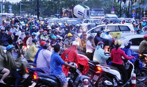 Mưa trái mùa đổ xuống Sài Gòn trong chiều cuối tuần - ảnh 7