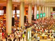 Tin tức trong ngày - Biển người đón Việt Kiều ở sân bay Tân Sơn Nhất lúc nửa đêm