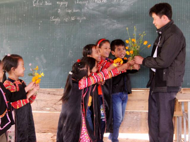 Thưởng Tết cho giáo viên: Sao Bộ GD&ĐT lại thờ ơ?