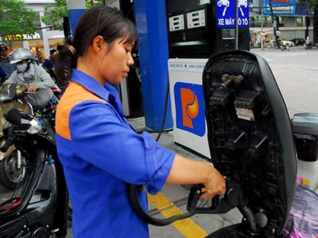 1 lít xăng sẽ phải gánh 13.000 đồng thuế, phí ?