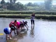 Những ngày giáp Tết về Hà Giang xem đua... cá