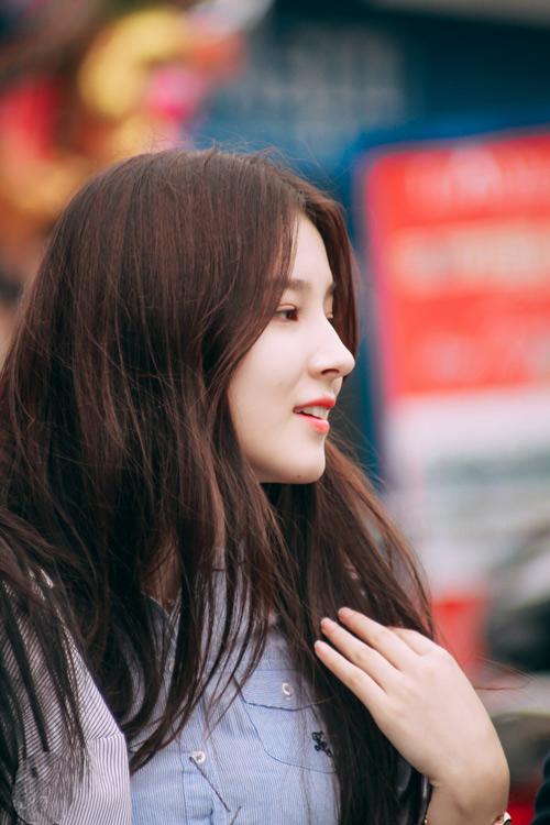 Cô gái 17 tuổi gây xôn xao phố đi bộ Hà Nội vì quá xinh đẹp - 5