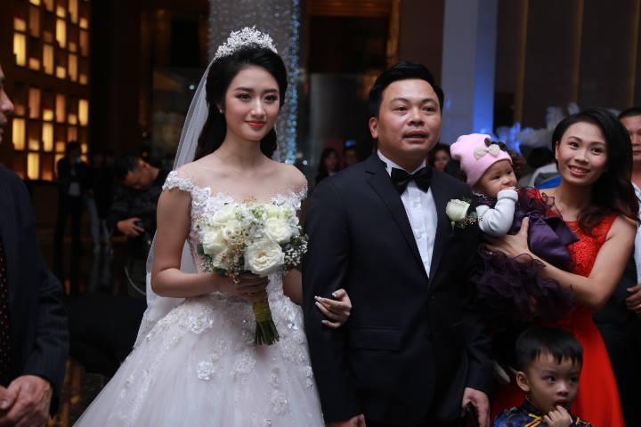 Cận cảnh lễ cưới xa hoa của HH Thu Ngân và đại gia hơn 19 tuổi - 7