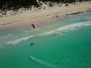 Thế giới - Đang lướt ván, thấy cá mập lừ lừ bơi ngay dưới chân