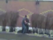 """Bạn trẻ - Cuộc sống - Clip: Phát hiện bạn gái cặp bồ, nhấc bổng """"ném"""" vào thùng rác"""