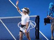 """Thể thao - Australian Open: Mỹ nhân Bouchard """"hở bạo"""" đẹp xuất sắc"""