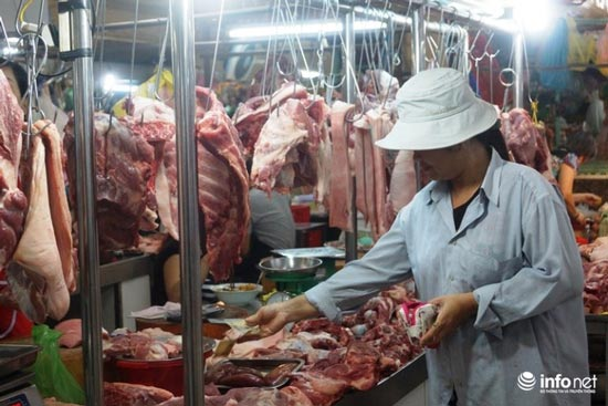 Lợn hơi rẻ hơn rau xanh, người dân vẫn phải mua thịt giá đắt - 1