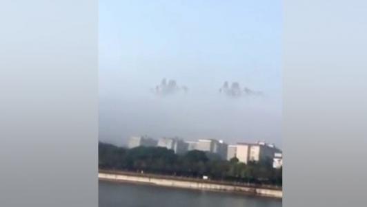 """""""Thành phố nổi"""" trên mây gây xôn xao ở Trung Quốc"""